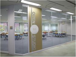 中央図書館オープンスタジオ入口の写真